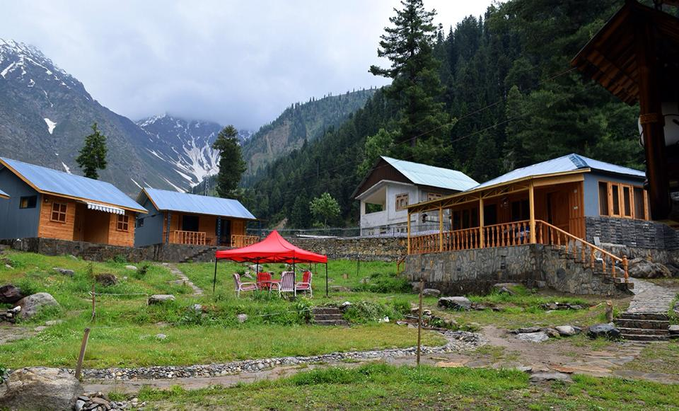 Grey-Walls-Naran