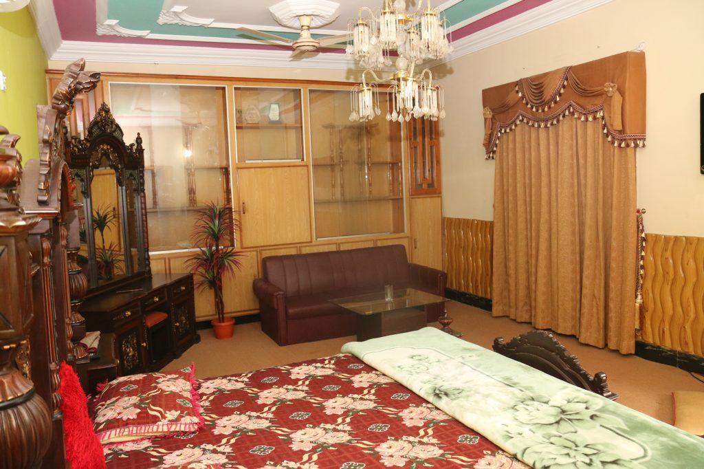 Kashmir-Lodges-Muzaffarabad-Master-Bed