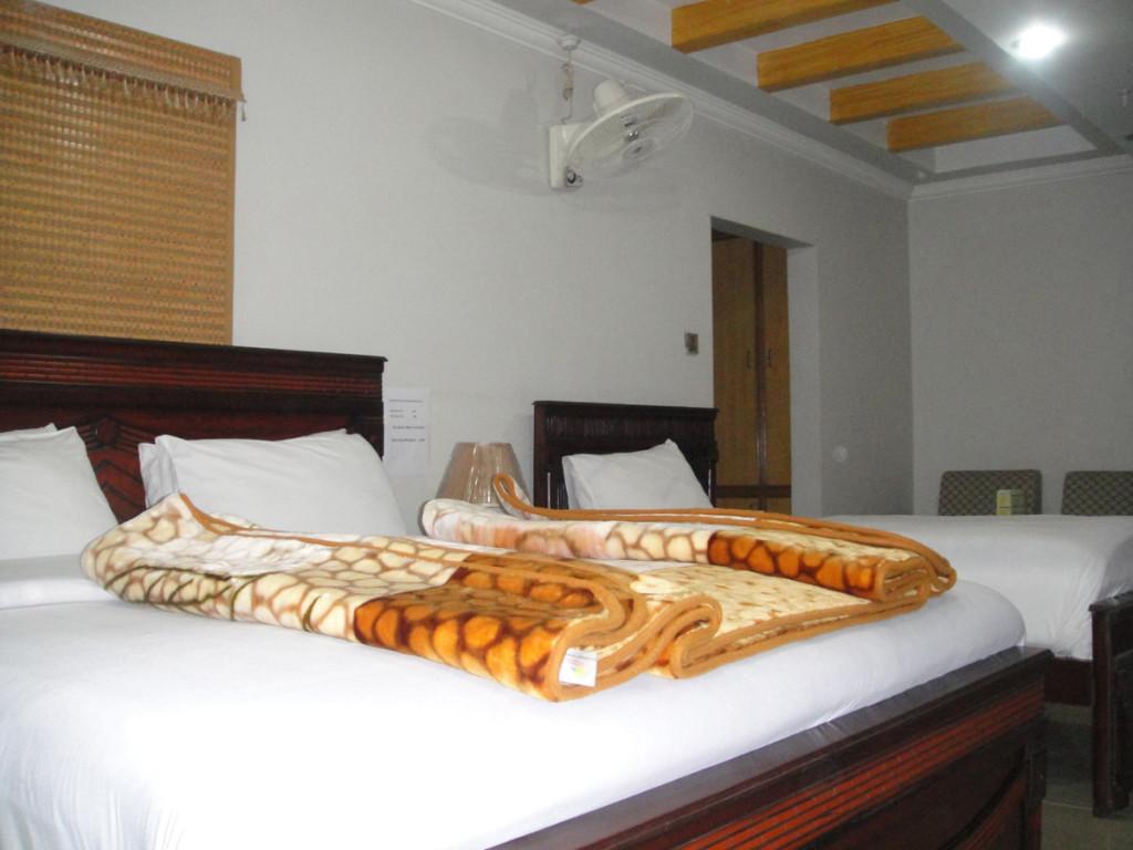 Royal-Continental-Hotel-Muzaffarabad-Twin-BEd