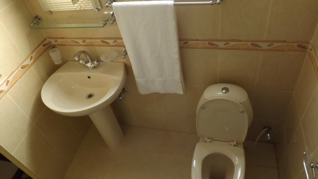 Royal-Continental-Hotel-Muzaffarabad-Bathroom