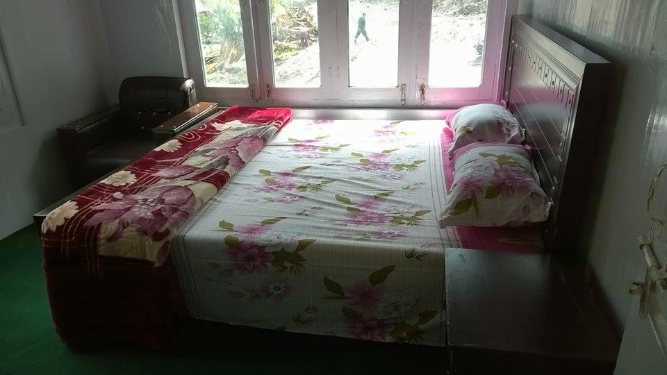 Kashmir-Lodges-Sharda-Neelum-Valley-rooms-pictures