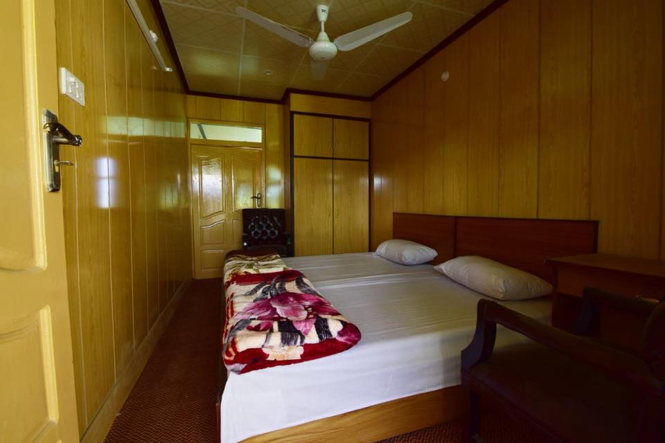 Baltistan Mountain Chalet Skardu-bed-room