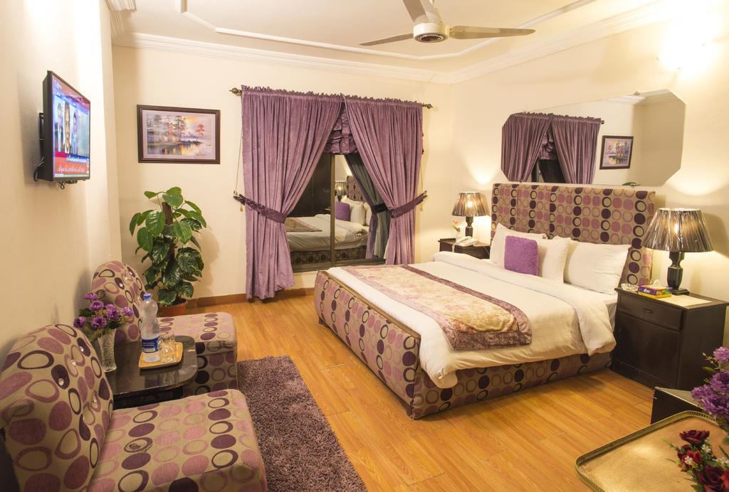 Days-Inn-Murree-deluxe-room-pic