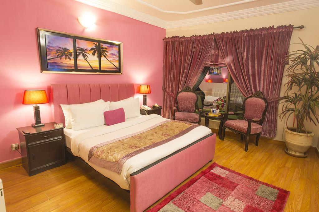 Days-Inn-Murree-double-bed
