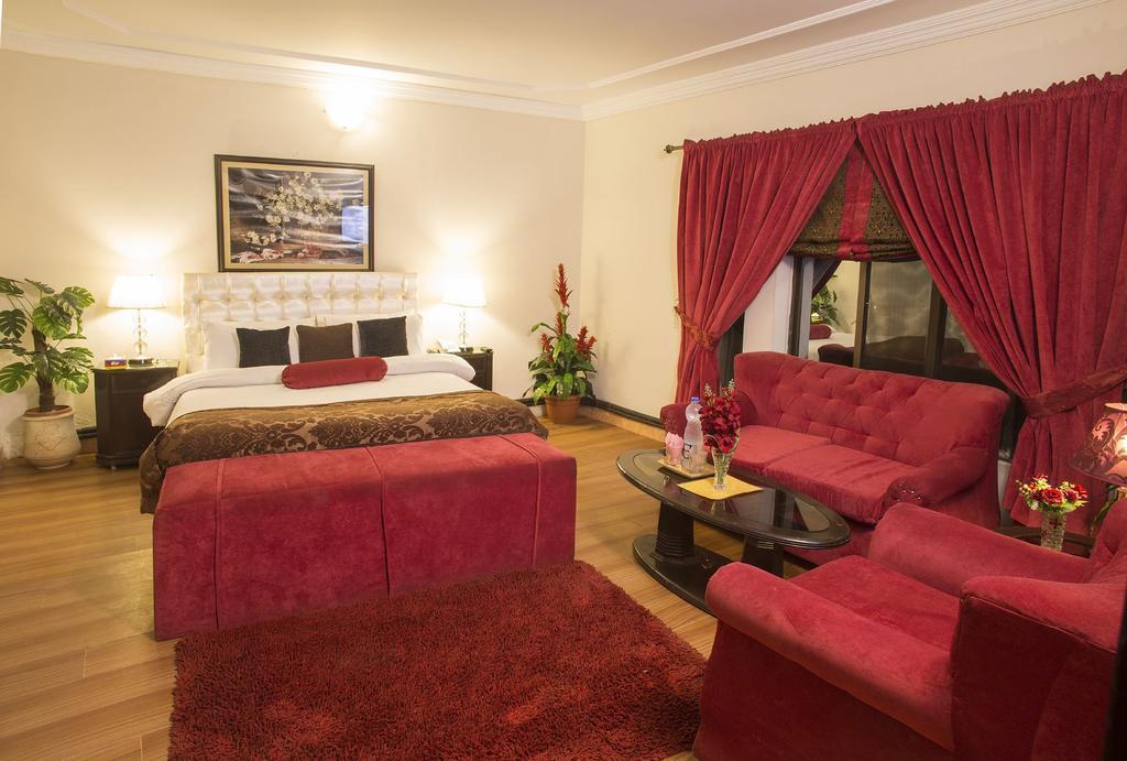 Days-Inn-Murree-room