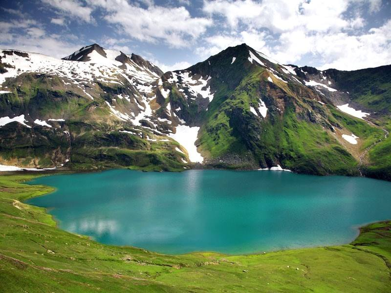 Dudipatsar-Lake-Kaghan-Valley