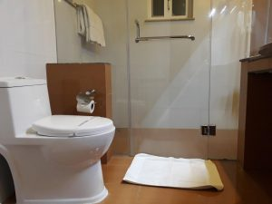 The-Mont-Calm-bathroom -pic