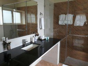 The-Mont-Calm-washroom